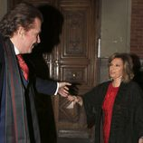 Bigote Arrocet coge la mano de María Teresa Campos en su primer San Valentín juntos