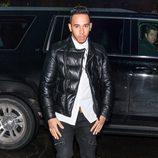 Lewis Hamilton llegando al desfile benéfico de Naomi Campbell en Nueva York Fashion Week