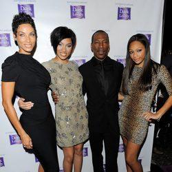 Eddie Murphy acude a un evento con su exmujer Nicole Murphy y su hijas Bria y Shayne