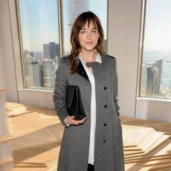 Dakota Johnson en el desfile de Hugo Boss en Nueva York Fashion Week otoño/invierno 2015/2016