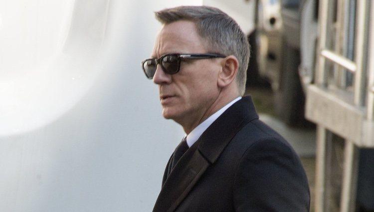 Daniel Craig con gafas de sol en el rodaje de 'SPECTRE'