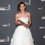 Kristen Stewart con su César a Mejor Actriz de Reparto