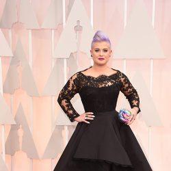 Kelly Osbourne llega a la alfombra roja de los Oscar 2015
