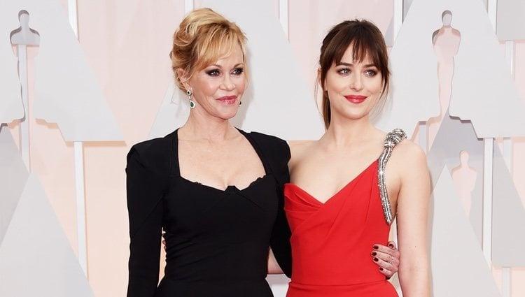 Melanie Griffith y Dakota Johnson en la alfombra roja de los premios Oscar 2015