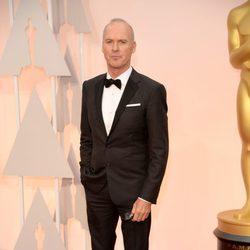 Michael Keaton llega a la alfombra roja de los Premios Oscar 2015