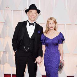 J.K. Simmons posa junto a su mujer Michelle Schumacher en la alfombra roja de los Oscar 2015