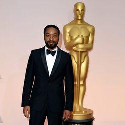 Chiwetel Ejiofor posa a su llegada a los Oscar 2015