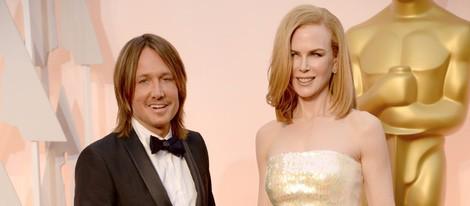 Nicole Kidman posa junto a su marido Keith Urban en la alfombra roja de los Oscar 2015