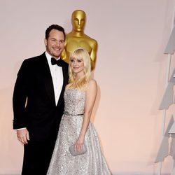 Chris Pratt y Anna Faris en la alfombra roja de los premios Oscar 2015