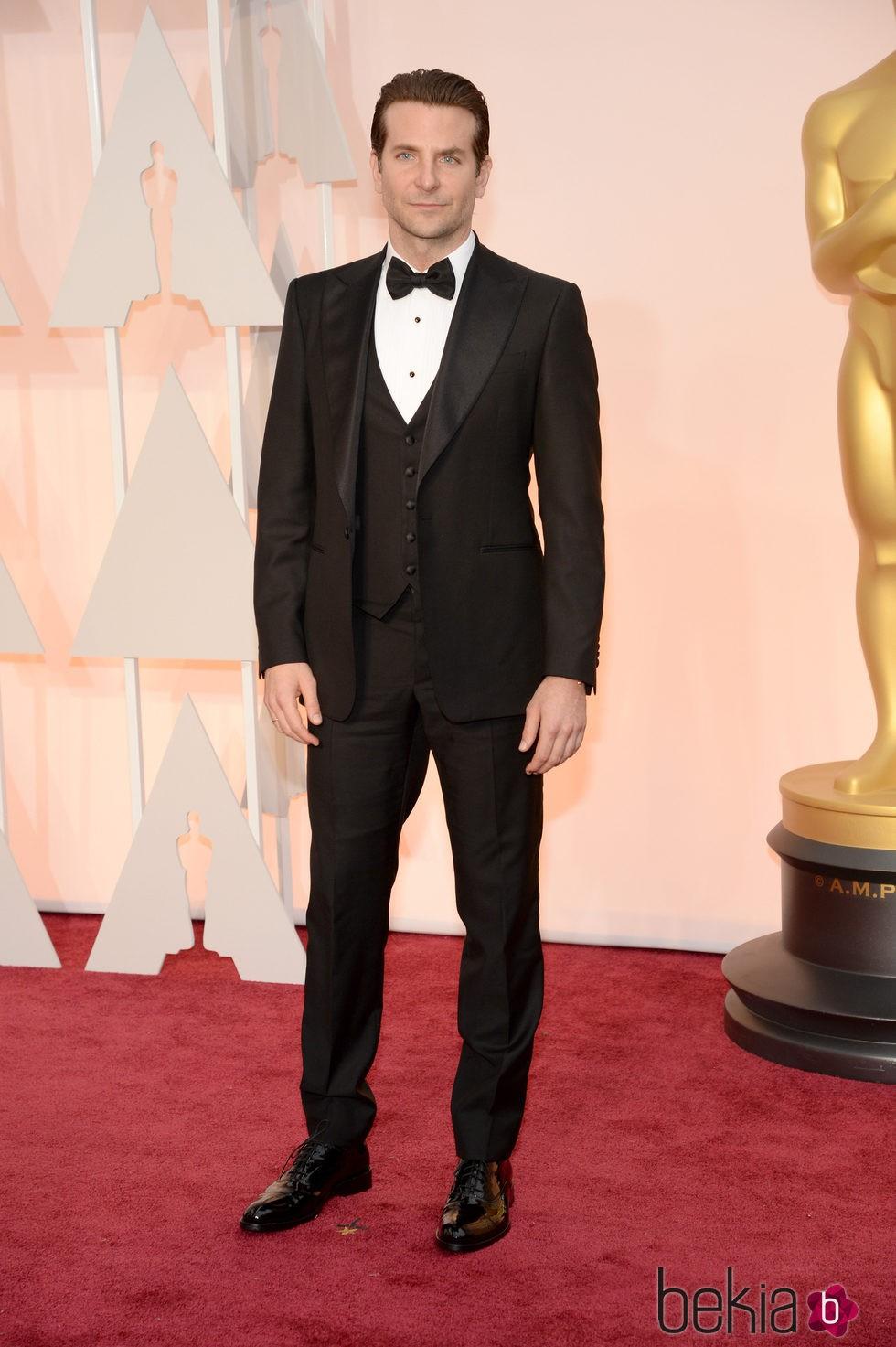 Bradley Cooper llega a la alfombra roja de los premios Oscar 2015