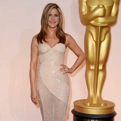 Jennifer Aniston en la alfombra roja de los Oscar 2015