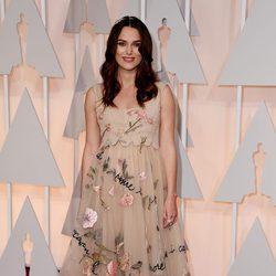 Keira Knightley en la alfombra roja de los Oscar 2015