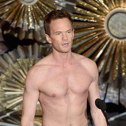 Neil Patrick Harris parodia un momento de 'Birdman' en la gala de los Oscar 2015