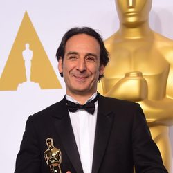 Alexandre Desplat con su primer Oscar tras vencer en Mejor Banda Sonora