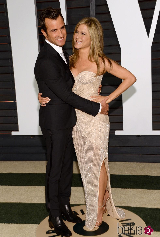 Jennifer Aniston y Justin Theroux en la fiesta Vanity Fair tras los Oscar 2015