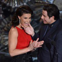 John Travolta e Idina Menzel se reencuentran en la gala de los Oscar