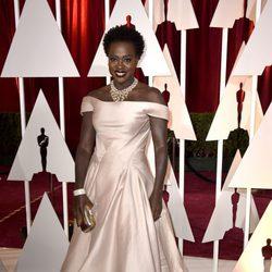 Viola Davis en la alfombra roja de los Oscar 2015