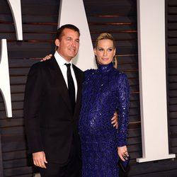 Molly Sims y Scott Stuber en la fiesta Vanity Fair tras los Oscar 2015
