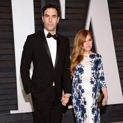 Sacha Baron Coen e Isla Fisher en la fiesta Vanity Fair tras los Oscar 2015