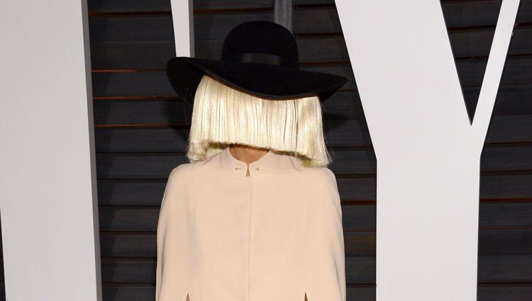 Sia en la fiesta Vanity Fair tras los Oscar 2015