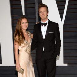 Edward Norton y Shauna Robertson en la fiesta Vanity Fair tras los Oscar 2015