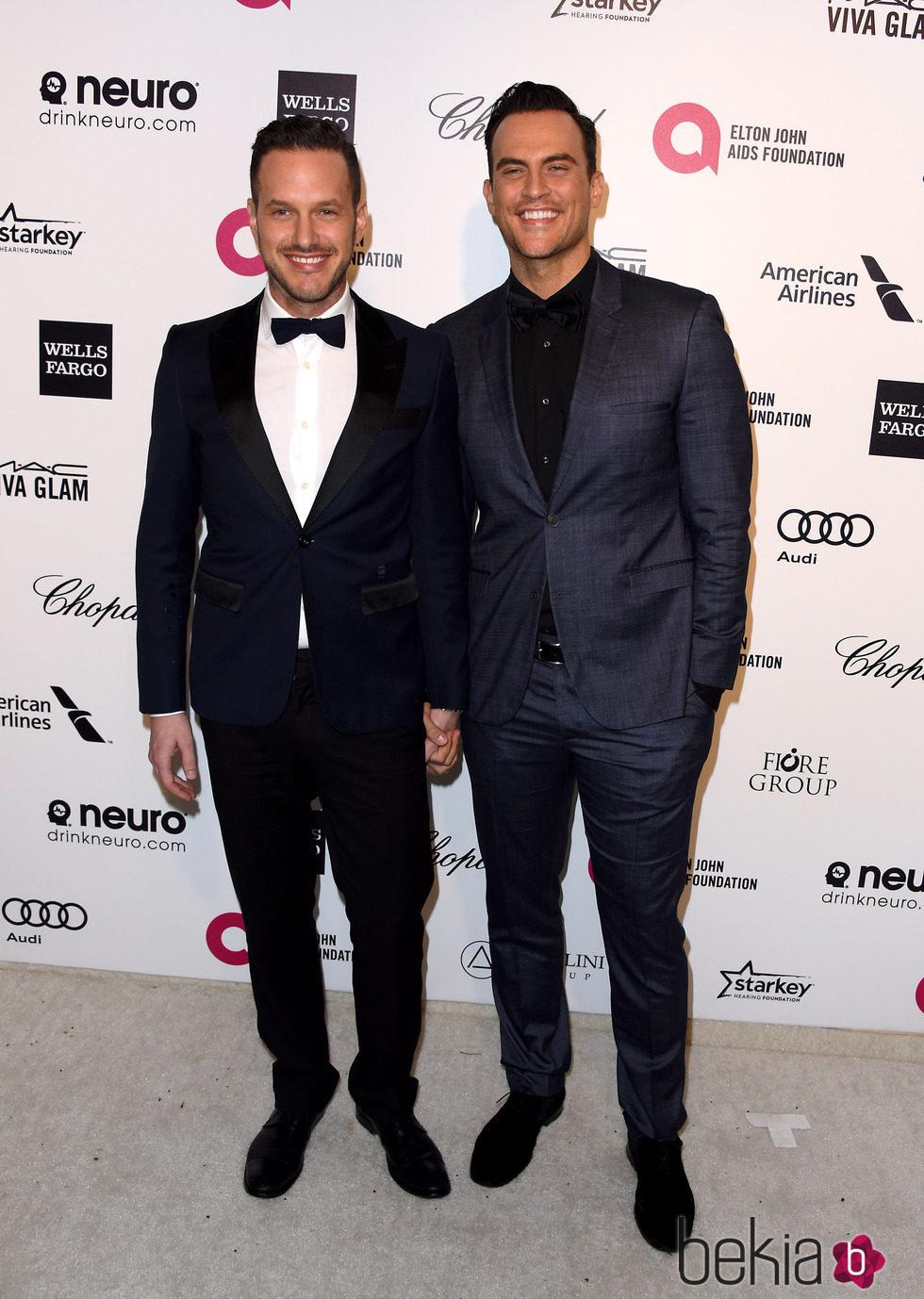 Cheyenne Jackson y Jason Landau en la fiesta de Elton John tras los Oscar 2015