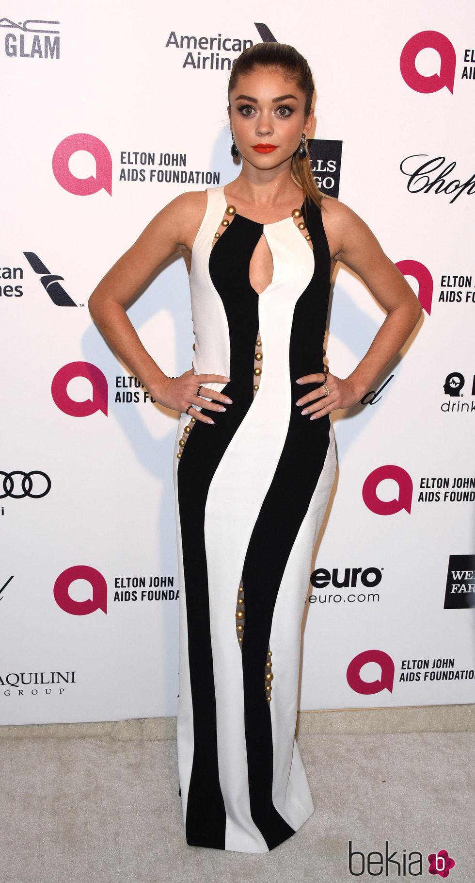 Sarah Hyland en la fiesta de Elton John tras los Oscar 2015