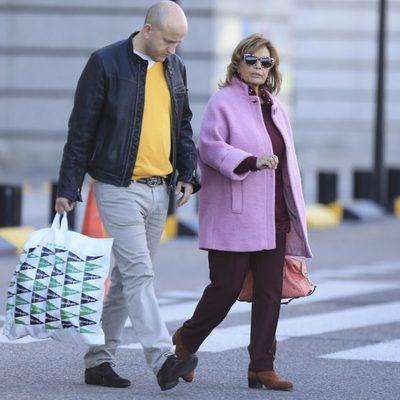 María Teresa Campos, de compras por Madrid con su chófer