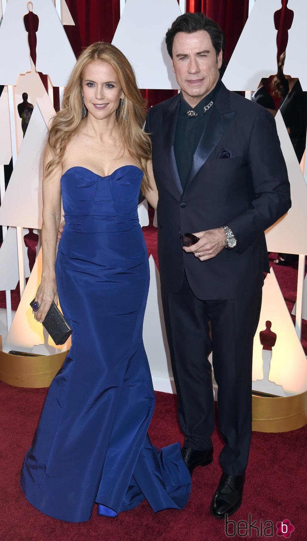Kelly Preston y John Travolta en la alfombra roja de los Oscar 2015