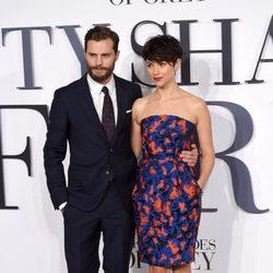 Jamie Dornan y Amelia Warner en el estreno de '50 Sombras de Grey'