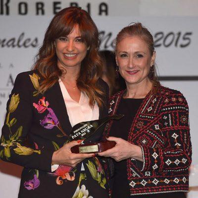 Mariló Montero recibe el Premio Pata Negra 2015 de manos de Cristina Cifuentes
