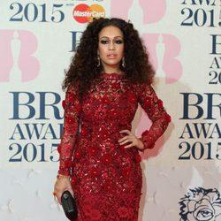 Rebecca Ferguson en la alfombra roja de los Brit Awards 2015
