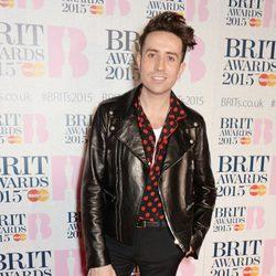 Nick Grimshaw en la alfombra roja de los Brit Awards 2015