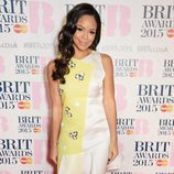 Sarah-Jane Crawford en la alfombra roja de los Brit Awards 2015