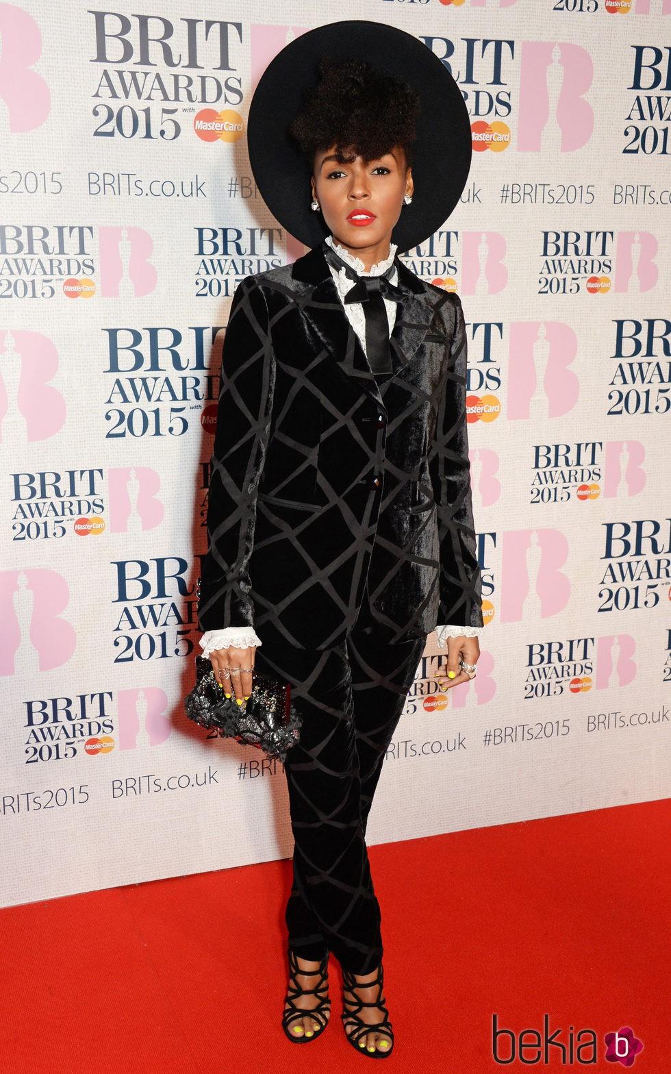 Janelle Monáe en la alfombra roja de los Brit Awards 2015