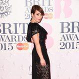 Noomi Rapace en la alfombra roja de los Brit Awards 2015