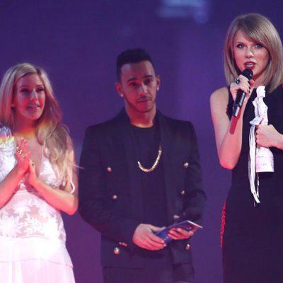 Ellie Goulding, Lewis Hamilton y Taylor Swift en los Brit Awards 2015