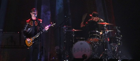Royal Blood durante su actuación en los Brit Awards 2015