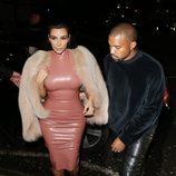 Kim Kardashian y Kanye West en la fiesta ofrecida por Madonna tras la entrega de los Brit Awards 2015