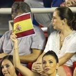 Eva Longoria ondeando la bandera española en el Torneo de Tenis de Acapulco