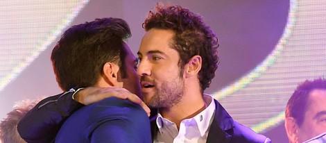 David Bisbal y David Bustamante se abrazan en los Premios Cadena Dial 25 Aniversario
