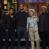 Chris Hemsworth con sus hermanos Luke y Liam Hemsworth en 'Saturday Night Live'