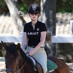 Iggy Azalea monta a caballo en Agora Hills