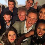 El reparto de 'Scandal' haciéndose un selfie