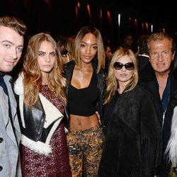 Sam Smith, Cara Delevingne, Jourdan Dunn, Kate Moss, Mario Testino y Naomi Campbell en la London Fashion Week 2015