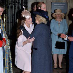 Kate Middleton y Camilla Parker se abrazan en el Día de la Commonwealth 2015
