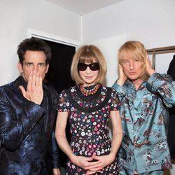Ben Stiller y Owen Wilson con Anna Wintour tras el desfile de Valentino en Paris Fashion Week