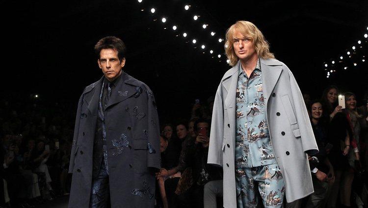 Ben Stiller y Owen Wilson desfilando para Valentino en Paris Fashion Week