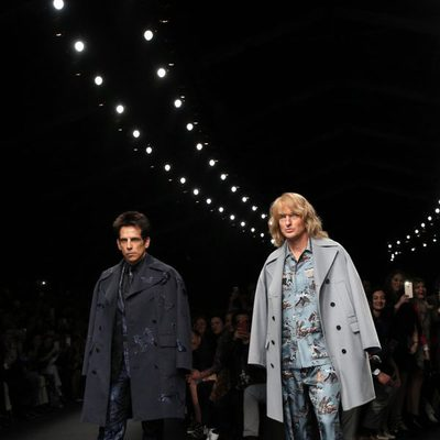 Ben Stiller y Owen Wilson desfilando para Valentino en Paris Fashion Week