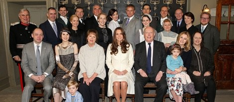 Kate Middleton posa con el reparto de la serie 'Downton Abbey'